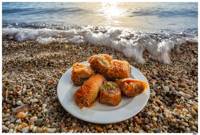 BAKLAVA AT THE BEACH_FOODLYDOODLYDOO_