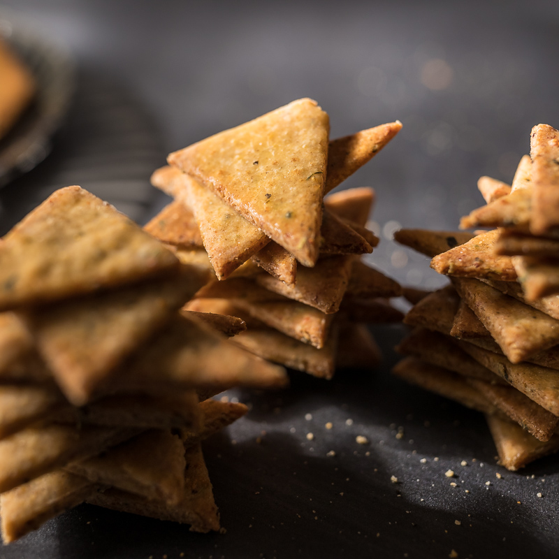 Herb Crackers With Cottage Cheese